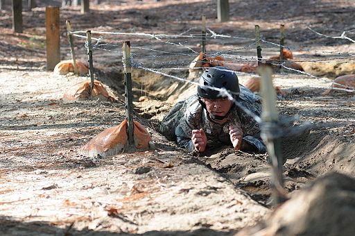 A_Special_Forces_Assessment_and_Selection_candidate_conducts_training_at_the_Nasty_Nick_obstacle_course_Camp_Mackall_in_Hoffman,_N.C.,_September_2009_091009-A-GV060-075.jpg